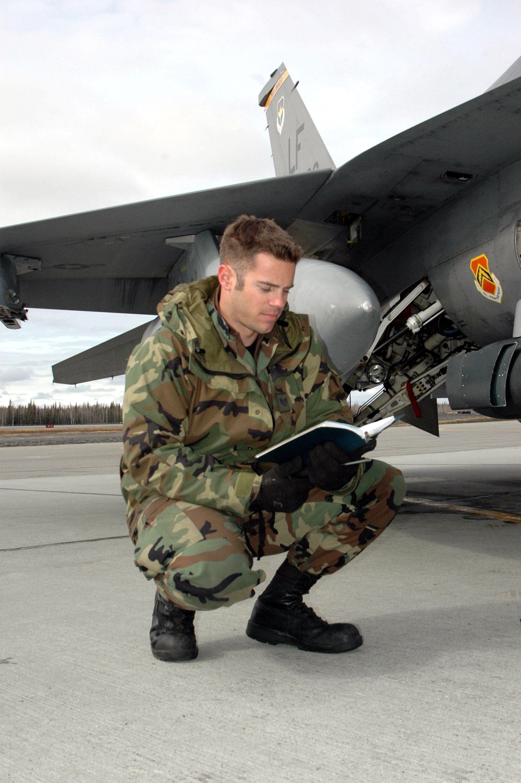 F-16CG CREW CHIEF INSPECTION
