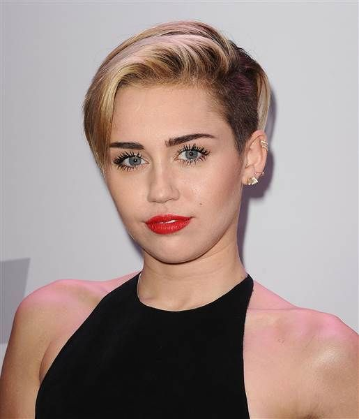 Katy Perry Goes Platinum And Pixie In Her Edgy New Look Miley Cyrus Short Hair Miley Cyrus Hair Short Hair Styles