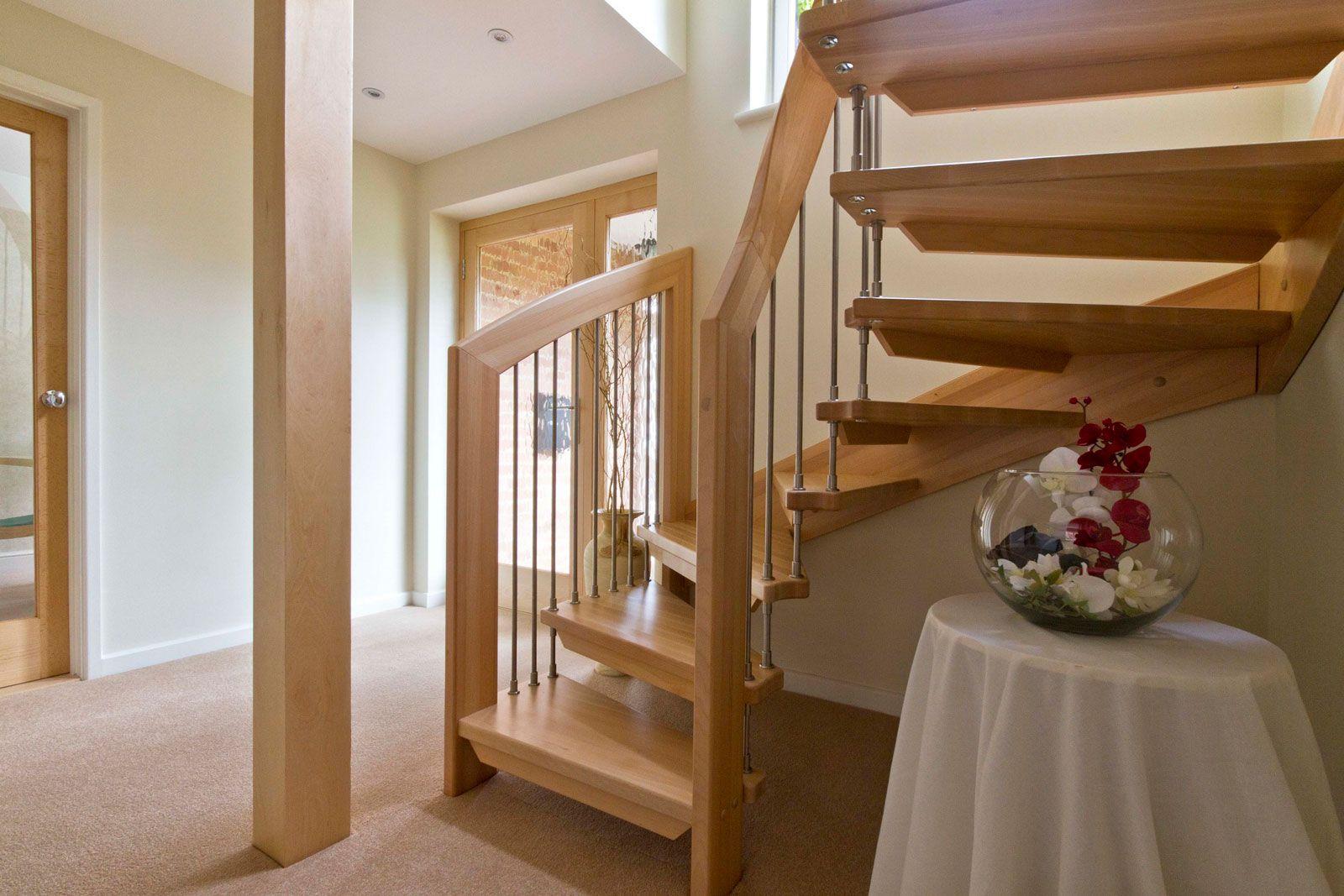 Cara mendesain tangga rumah minimalis http www for Como hacer una escalera de madera