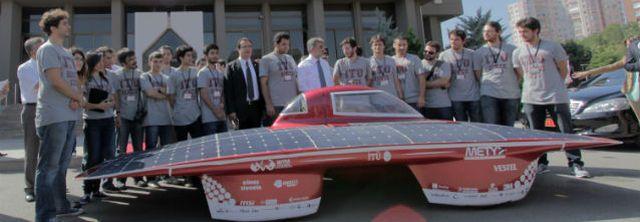 Bu araçta gaz pedalı yok, gaz elle veriliyor; Güneş enerjisiyle çalışan y...