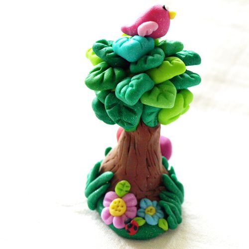 Glamasaurus: little tree made from polymer clay.
