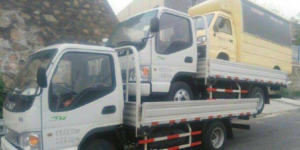 Gambar Mobil Truk Unik Unik Sekaligus Bahaya Truk Angkut 2 Mobil Bertumpuk Dream Co Id Download Pajangan Unik Miniatur Mobil T Truk Mobil Truk Pengangkut