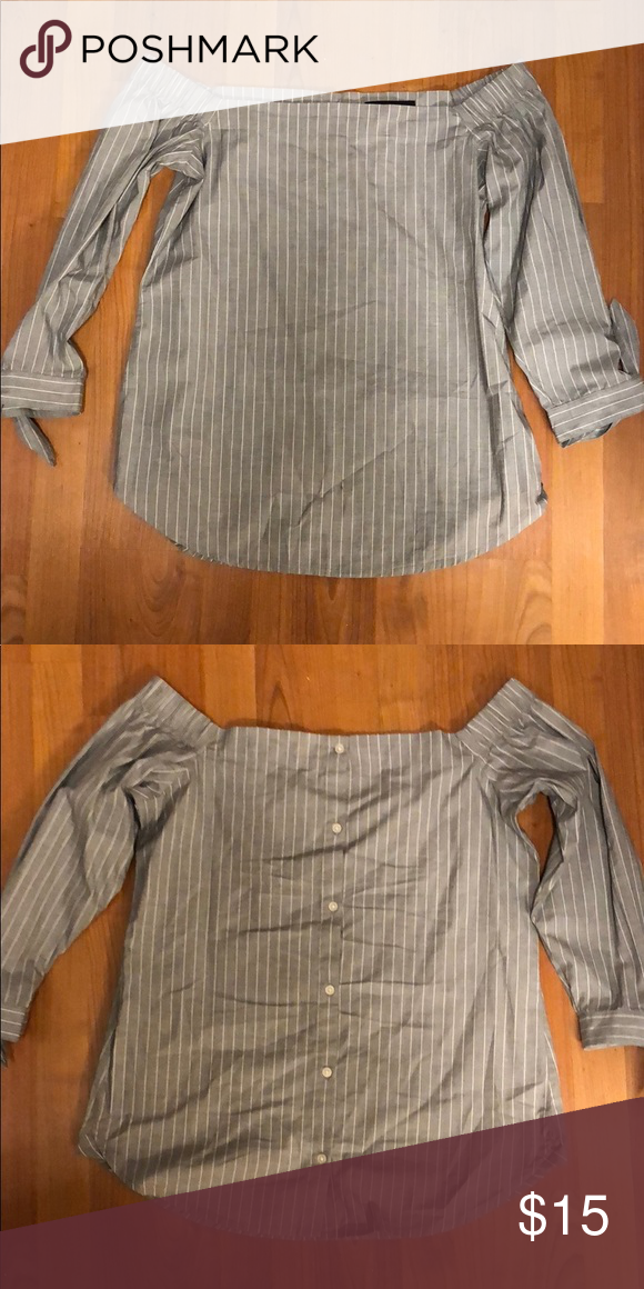 fd6ee61c81d64 Banana Republic Off the Shoulder Lovely Banana Republic off the shoulder  top. Back detail with buttons is amazing! Size XS but fits like small IMO  Banana ...