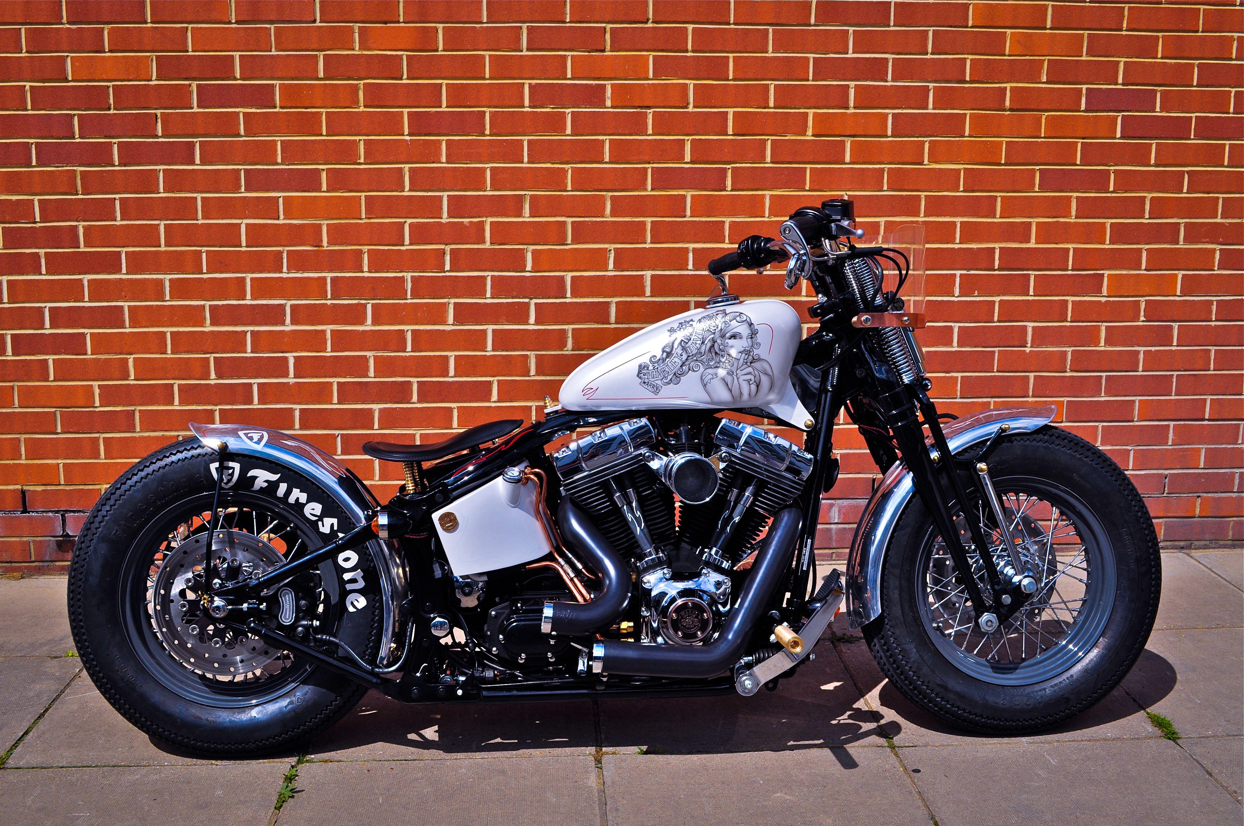 Cachinero Bobber Custom Harley-Davidson.    https://charliestockwell.wordpress.com/2011/12/29/cachinero-bobber-custom-harley-davidson/