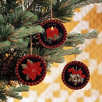 Cute felt applique ornaments. I think I have a friend with these patterns.