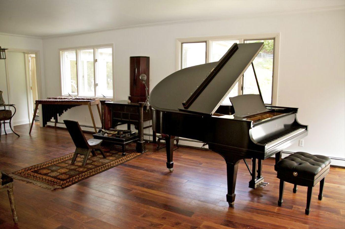 Piano-Room.jpg (1400×933)