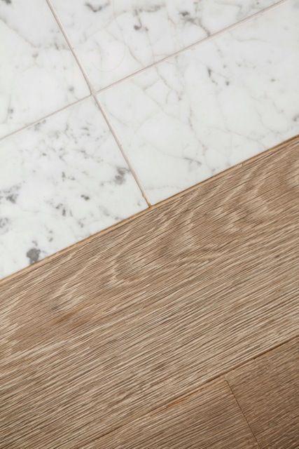 Ask Maria Can I Combine Faux Hardwood Tile With My Oak Floors En 2020 Suelos De Madera Diseno De Interiores De Cocina Suelos