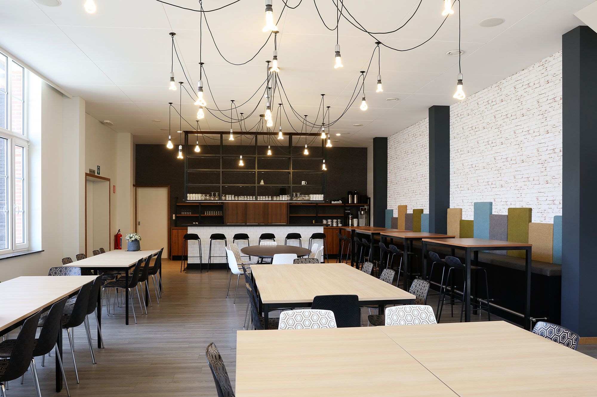 Modern Gezellig Interieur : Timmermans interieur fanfarezaal dommelgalm neerpelt design