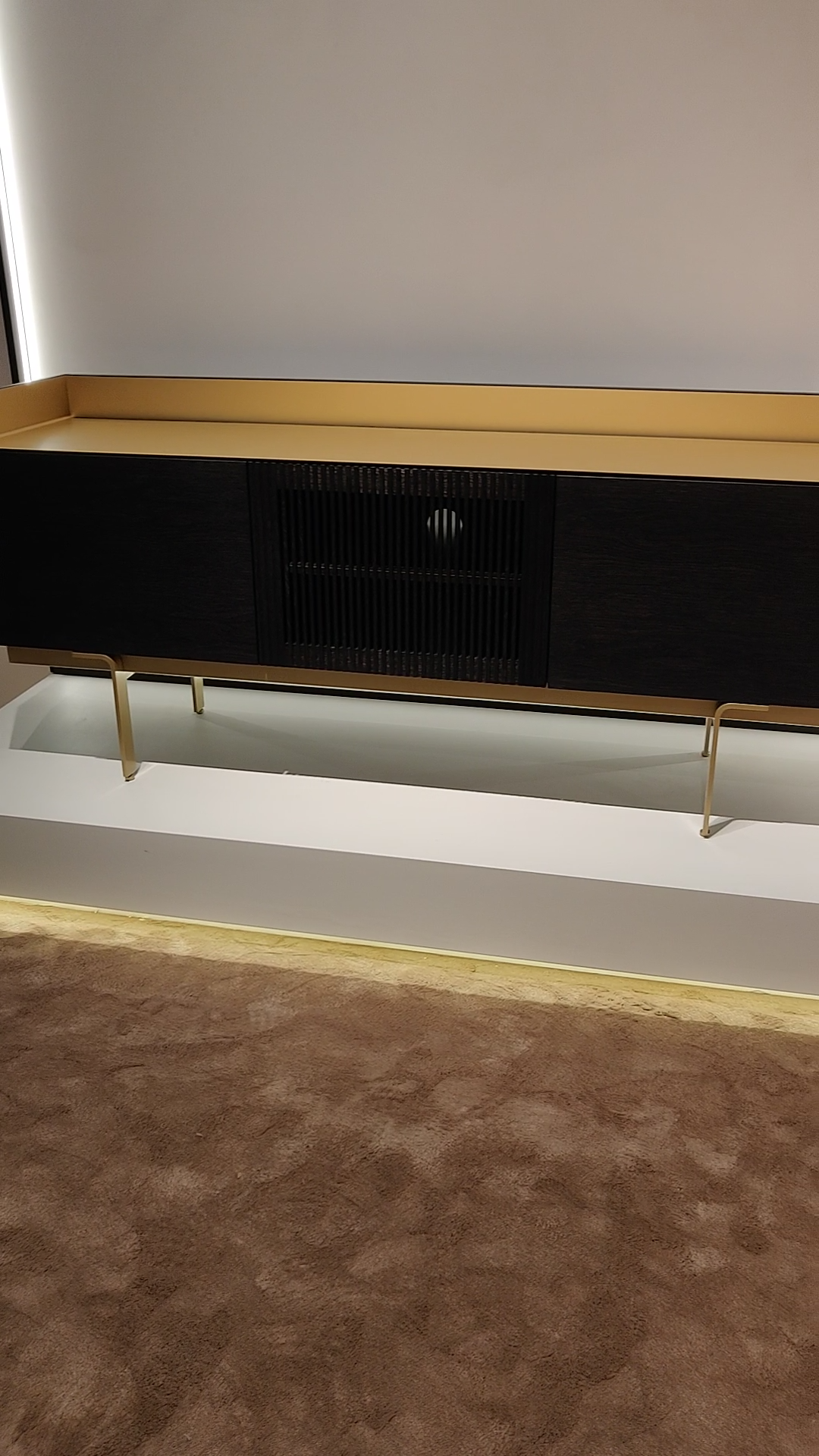 Punt Stockholm Tv Lowboard Video Video In 2020 Tv Hifi Mobel Spanisches Design Tv Lowboard
