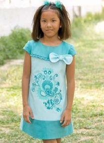 Vestido aguamarina para niña con lazo y bordados
