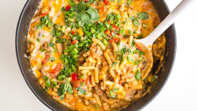 An insanely delicious one-pot pasta full of everything you love about mac and cheese… and chili. All tossed together and cooked in one delicious pot. This one is perfect for every occasion!