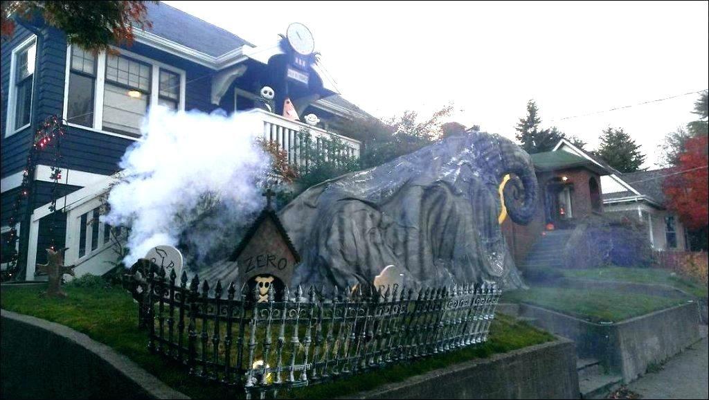 Outdoor Halloween Decorations Idea For Spirit Halloween At Party City Halloween Hor Halloween Outdoor Decorations Halloween Diy Yard Halloween Yard Decorations