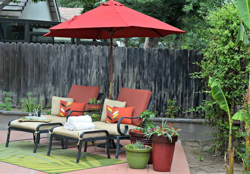 Small Deck Umbrella Small Patio Decorating With Red