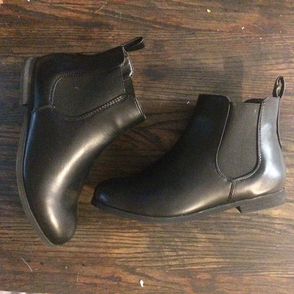 NWT Chelsea boots Still have the box and tags, they're just a little too big for me and returning them to the site is a pain  Boohoo Shoes Ankle Boots & Booties