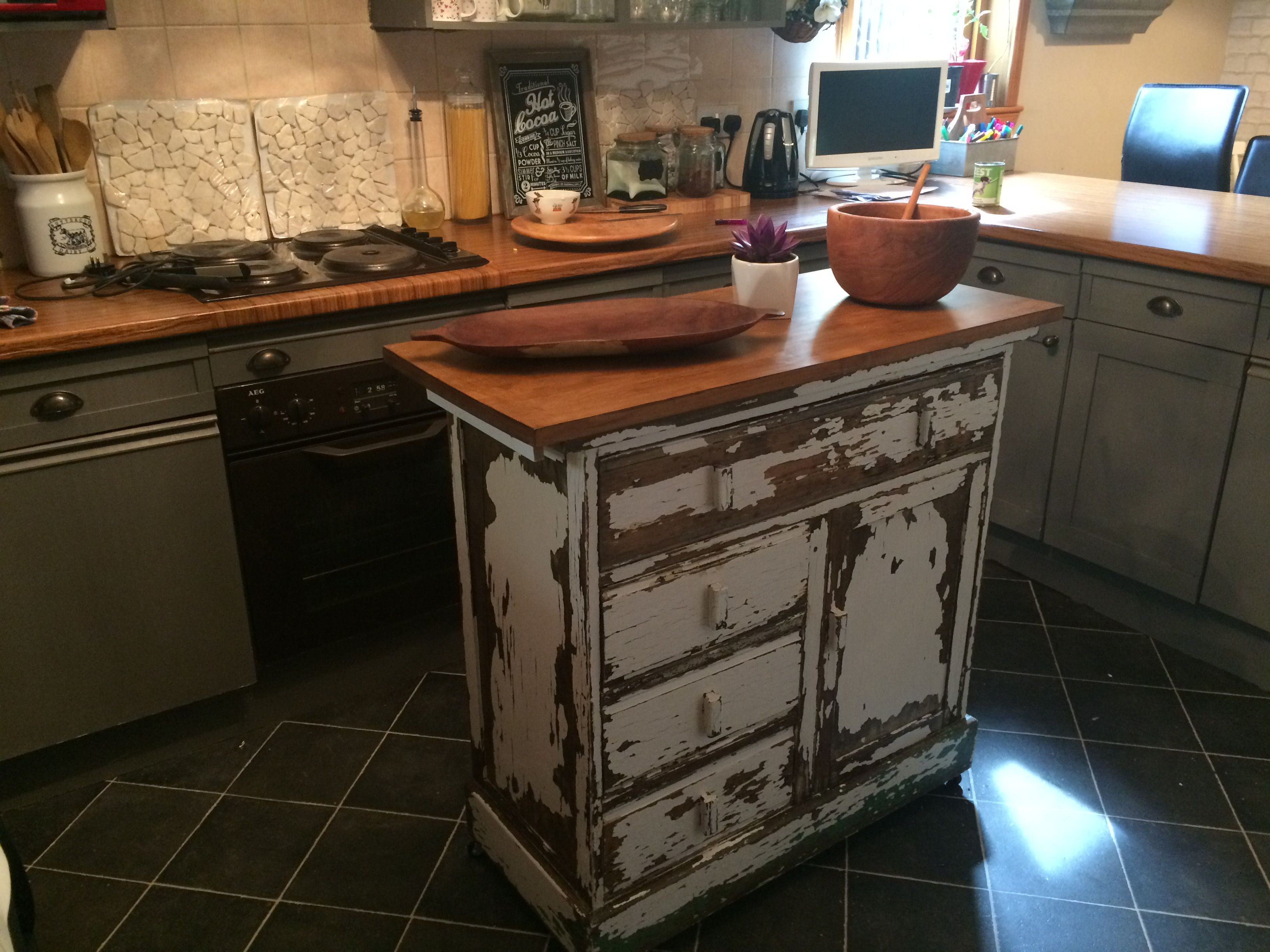 Choppy Rustic Kitchen Island From Salvgeing Yard Beautiful