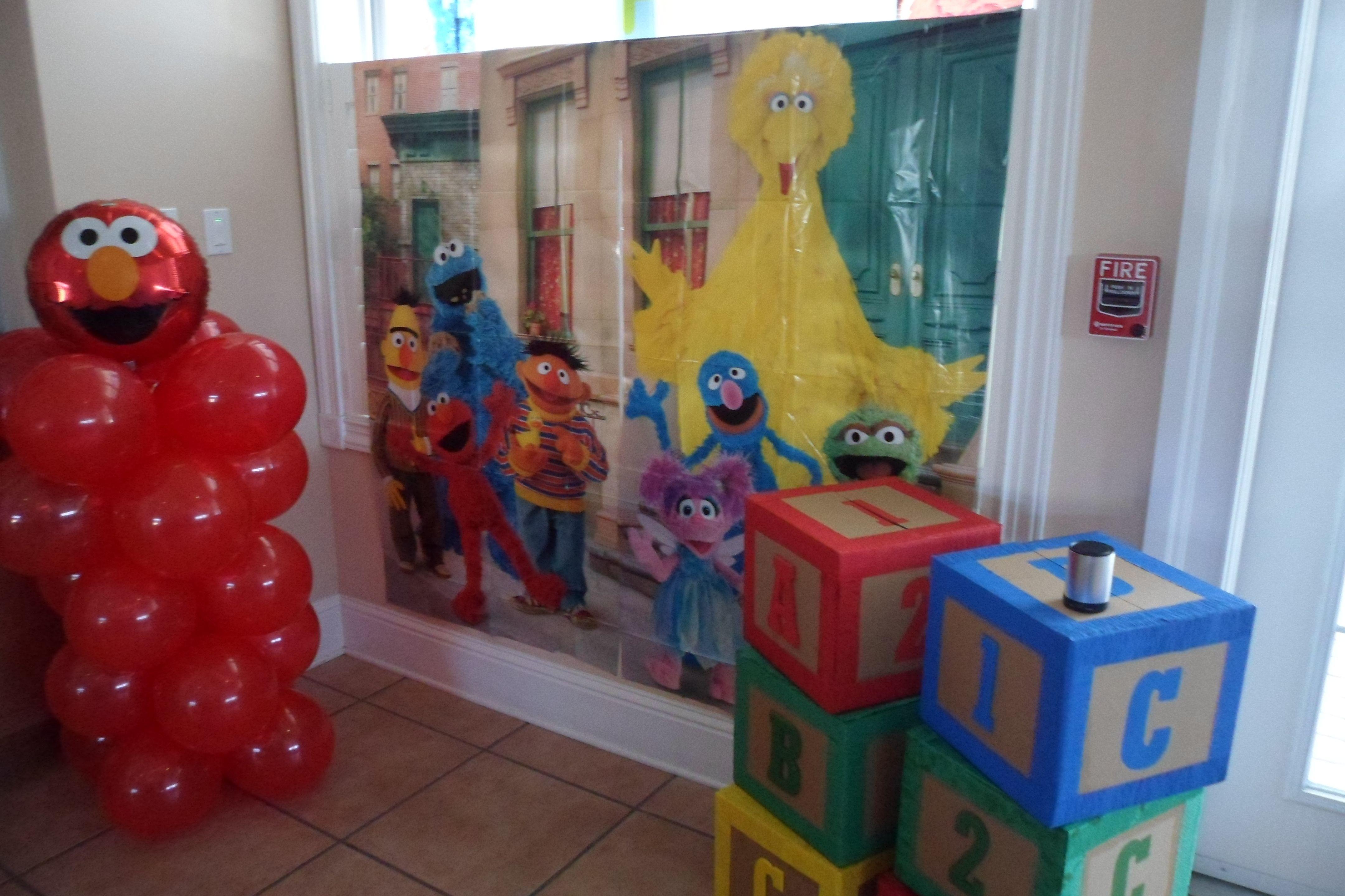 Diy balloon columns - Elmo Party Photo Backdrop With Elmo Diy Balloon Column And Abc 123 Blocks On A