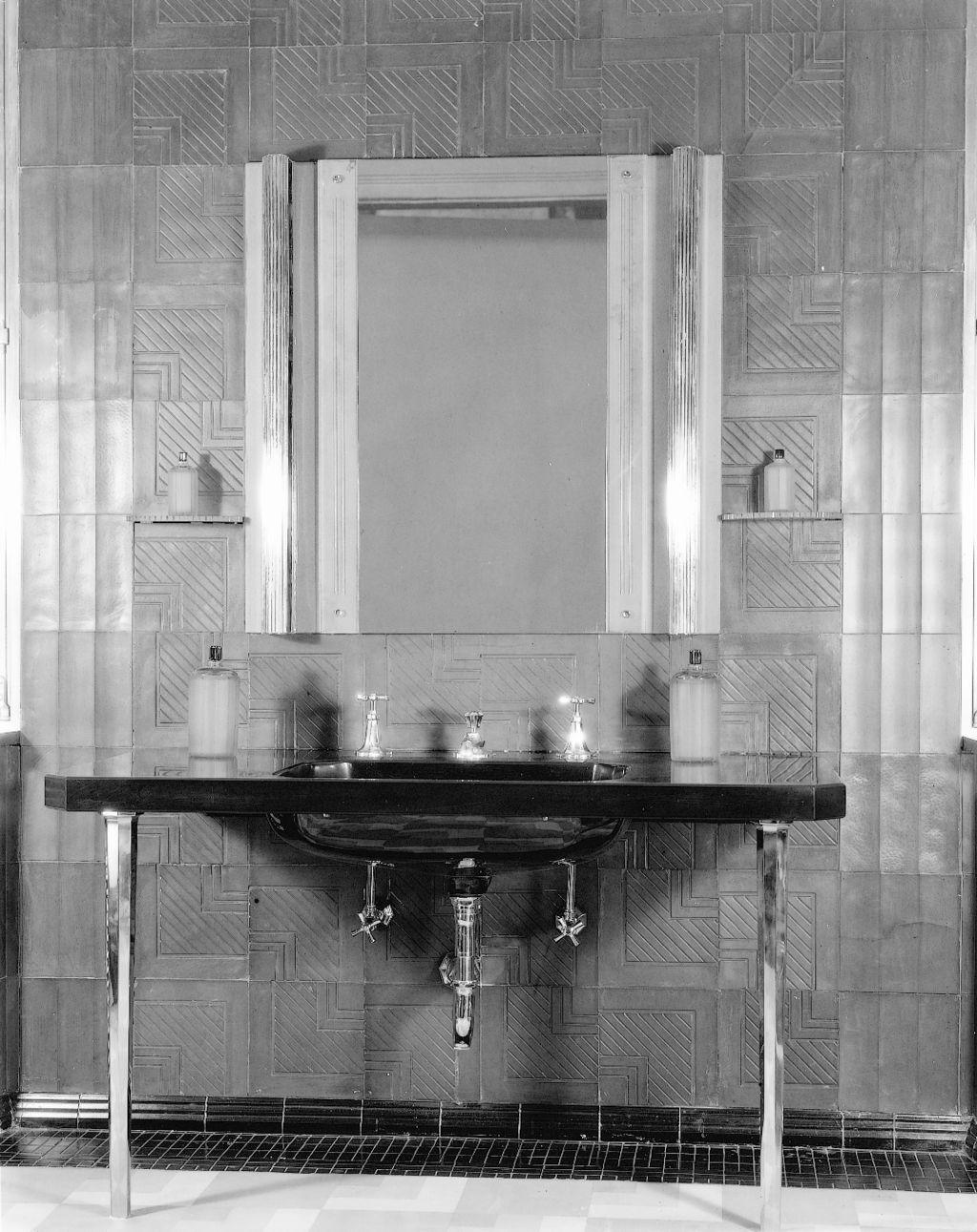 The bold look of bathroom vintage bathrooms 1920s bathroom for 1920s hotel decor