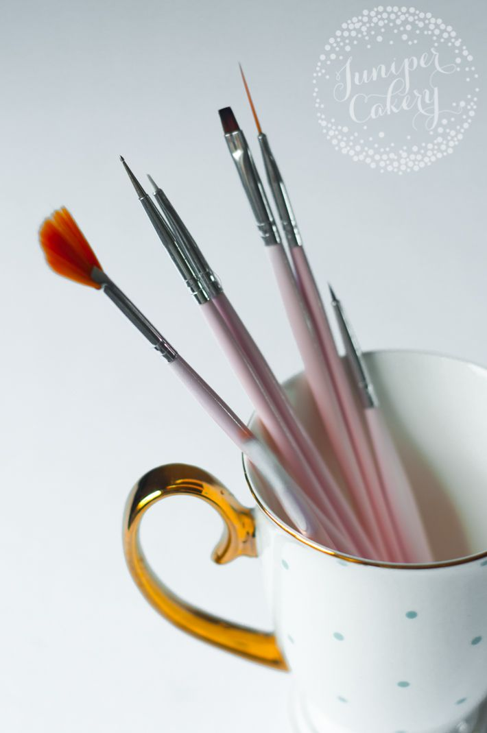 10 Cake Decorating Tools You Didn't Know You Needed #decorationequipment