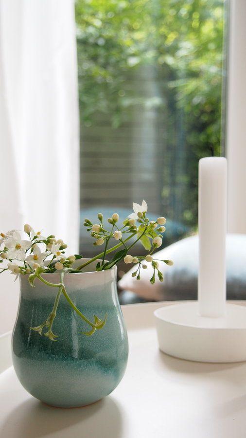 Sommerdeko, Gartenfreuden und Fernweh: der Juli auf SolebIch   SoLebIch.de #summer #summerinterior #interior #blue #green #flowers #table #candle #white Foto: worta