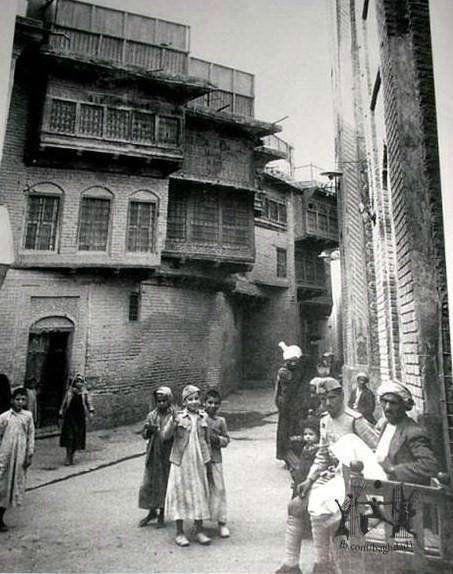 احد ازقة بغداد في الاربعينات Saudi Arabia Culture Baghdad Iraq Baghdad