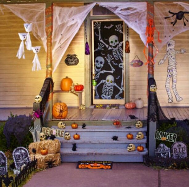 A suggestion of how to set up outdoor decorations for Halloween - halloween scene setters decorations