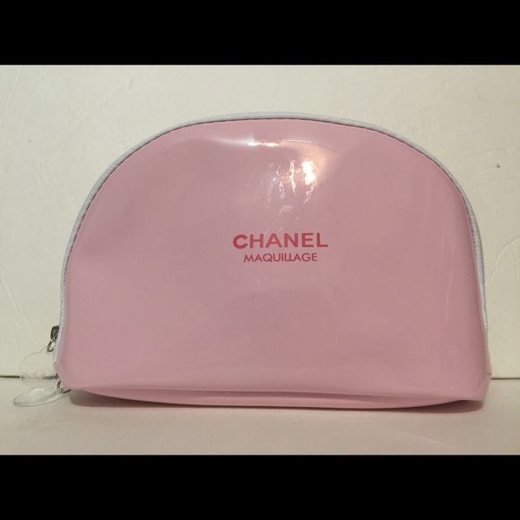 df4cf2862854 Shop Women s Chanel Pink size 8.3 x 4.7 x 1.8 (Approximately) Cosmetic Bags   amp