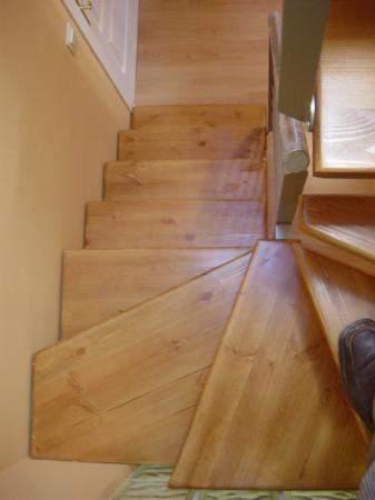 Escalera interior escaleras de caracol escalera escalera - Escalera caracol de madera ...