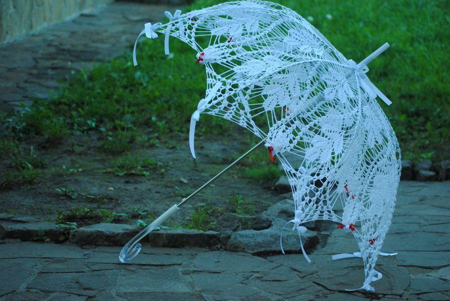Delicate Lace Wedding Umbrella with Ruffled Hem