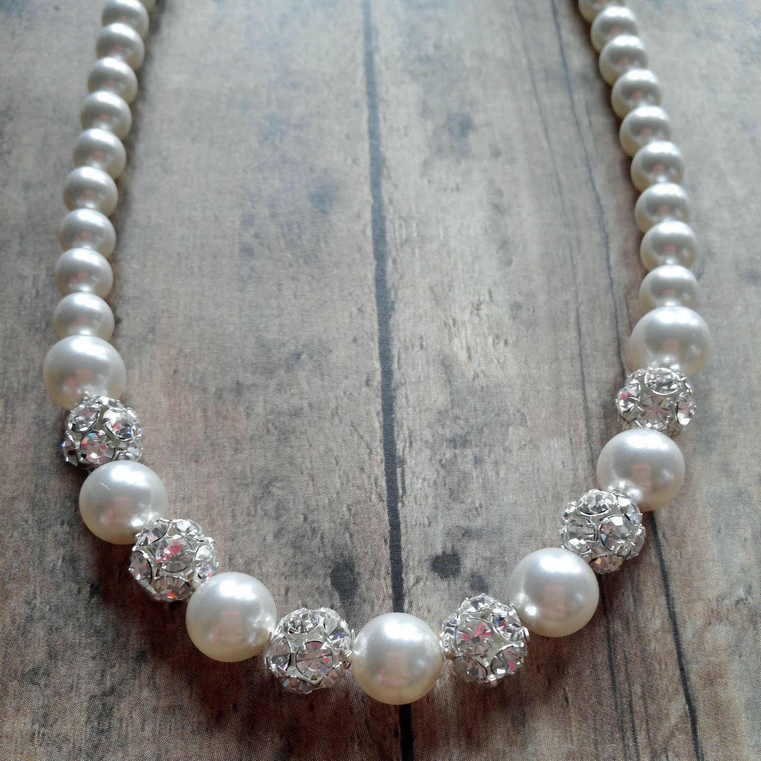 pretty pearl necklace for brides and bridesmaids
