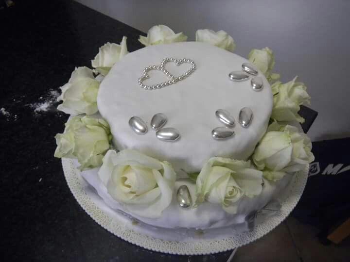 Torta Per Festeggiare 25 Anni Di Matrimonio Di Una Coppia Di Amici Torte Nozze D Argento Decorare Torte