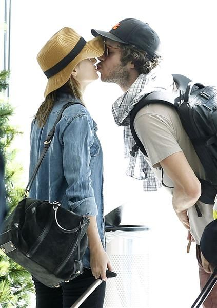 Leighton Meester Adam Brody Married In Secret Wedding Casais Fofos Casal Atores