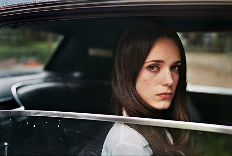 Stacy Martin In La Dame Dans L Auto Avec Des Lunettes Et Un Fusil 2015 Stacy Martin Stacy Freya Mavor