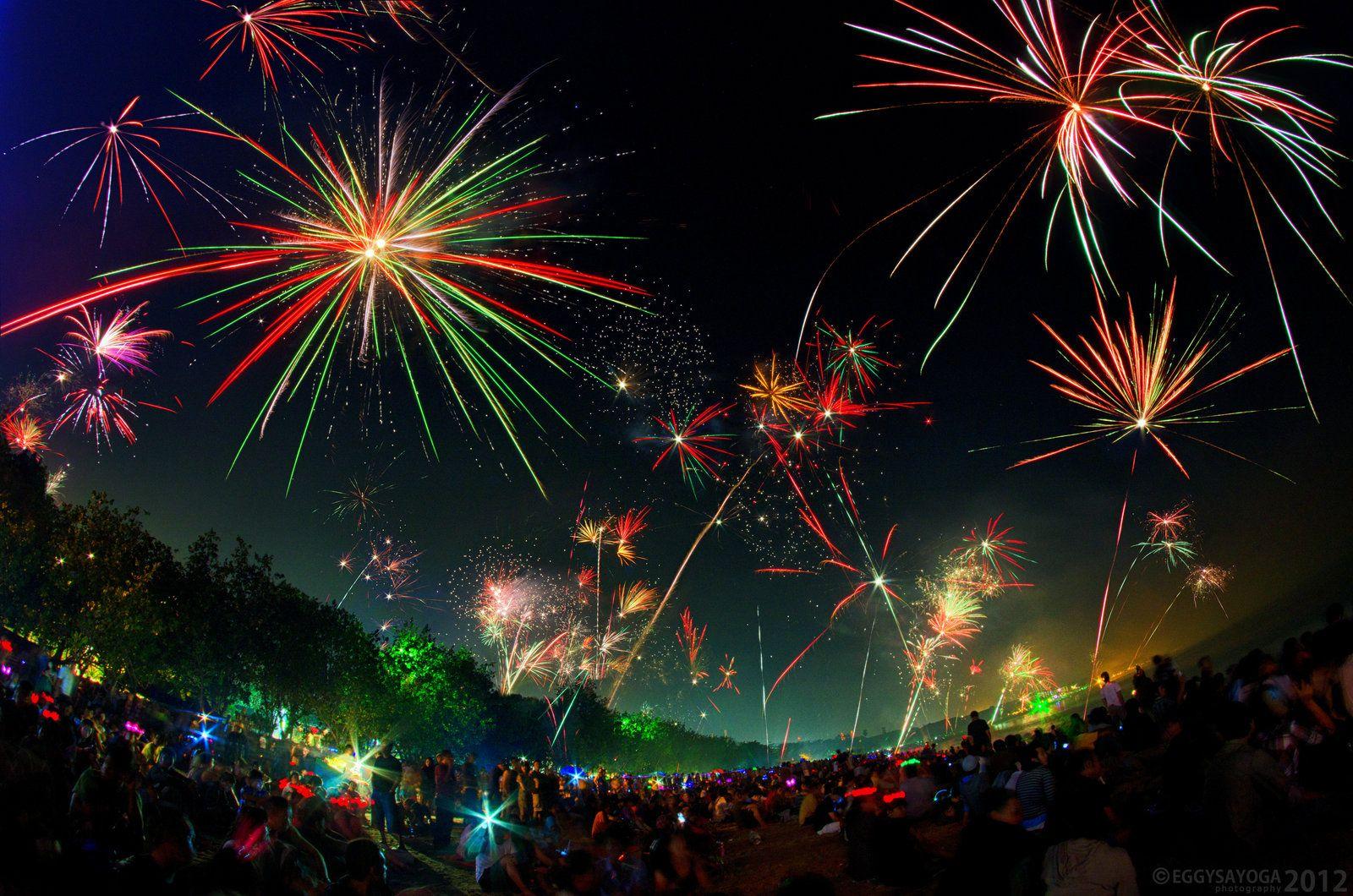 Kuta 2012 New Year Fireworks By Saiogaman Deviantart Com Fireworks Photography Fireworks Images Fireworks Photo