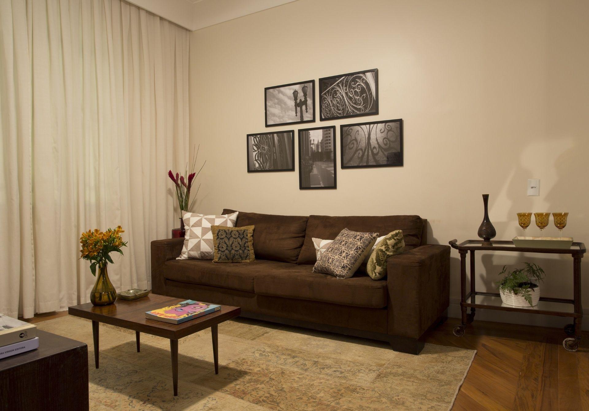 Retrofit De R 400 Mil Levanta Astral De Casa Dos Anos 50 No Centro  -> Decoracao De Sala De Tv Com Sofa Azul