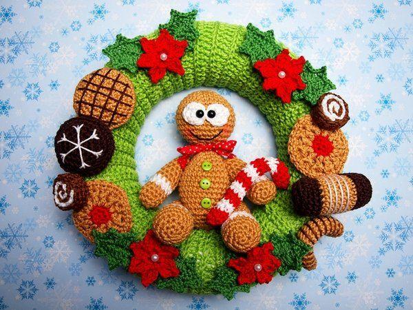 Photo of Crochet door wreath // with gingerbread men