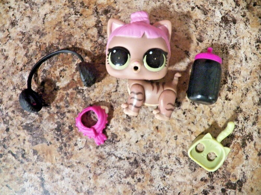 LOL Surprise Doll  Funky Cat Pet Series 4 Eye Spy Funky QTs Pet