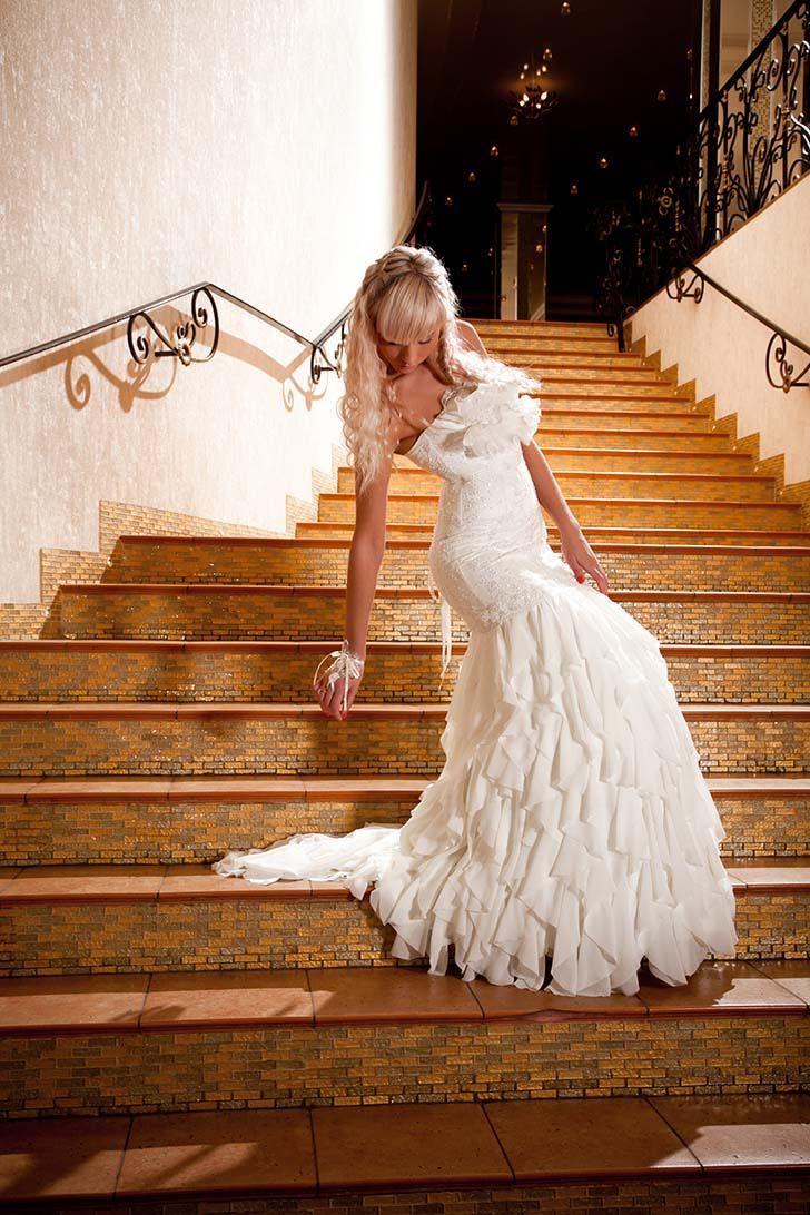 создал телочек невеста в чулках спускается по лестнице времени
