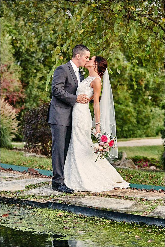 wedding kiss photo ideas @weddingchicks