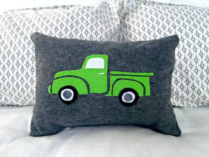 Vintage Felted Truck Pillow Instructions Diy Craft Remedy Felt Pillow Diy Kids Pillows Christmas Pillows Diy
