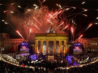 Brandenburg Gate New Years Eve Fireworks Fall Of Berlin Wall Berlin Wall New Years Eve