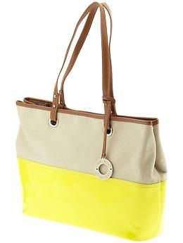 Love this bag. So cute for spring/summer.