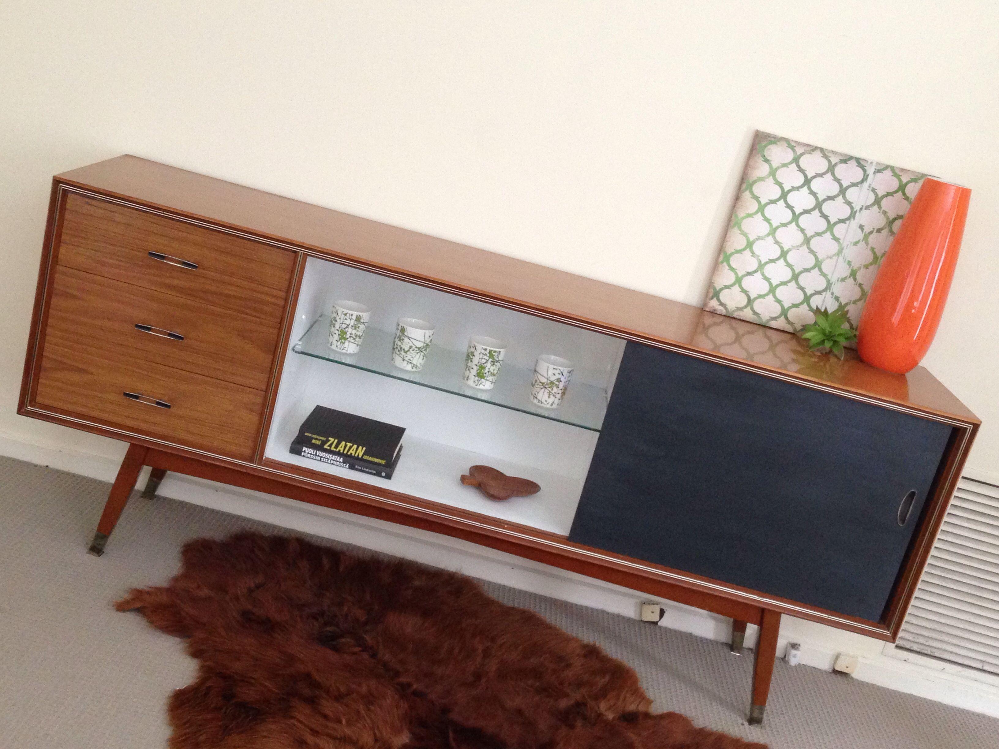 Painted Retro Sideboard Teak White Black Colour Scheme Living Room Love The Cow Hide Rug Relooking De Mobilier Mobilier De Salon Relooking Meuble
