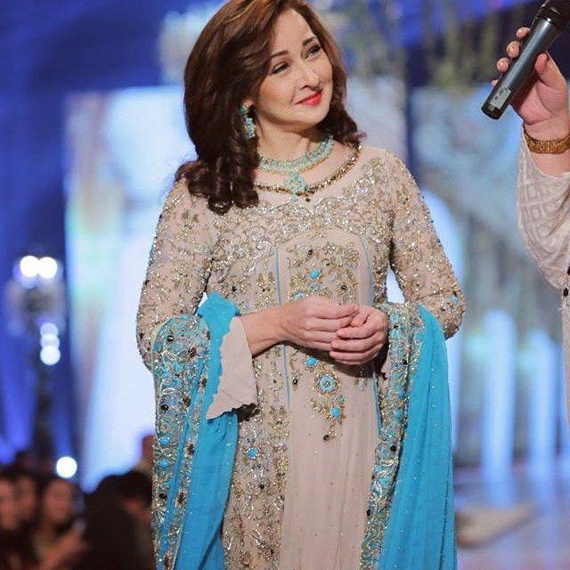 Rani Emaan S Designer Wear On Instagram Gorgeous Zeba Bakhtiar Spotted In Rani Emaan S Ivory And Ferozi Double Gown Pakistani Fashion Dresses Zeba Bakhtiar
