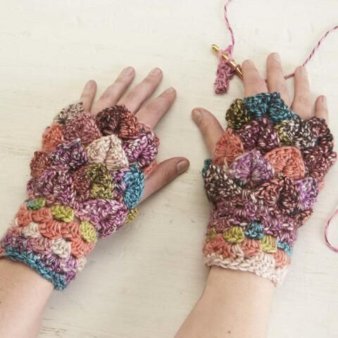 Dragon Scale Wrist Warmers Free Download | aaaa Crochet gloves ...