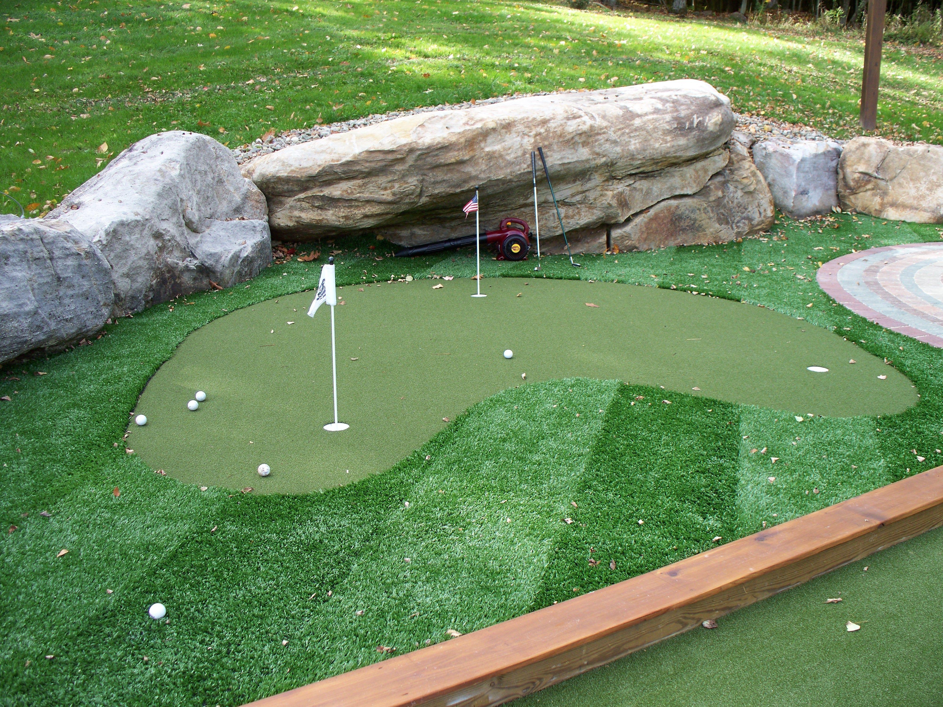 Small Synthetic Turf Putting Green | Green backyard ...