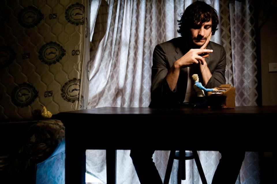 Dreaming of playing puppets with Gotye.