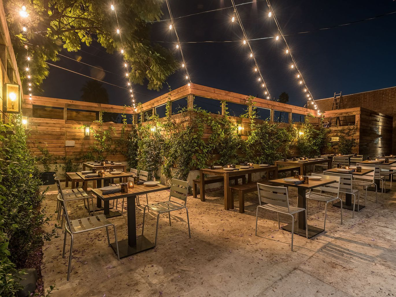 dinner restaurants with outdoor seating near me