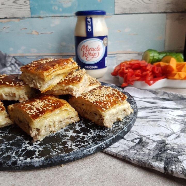 Lækre butterdejs hapsere med svinekød og ost. Skøn forret nytår eller tapas snack!