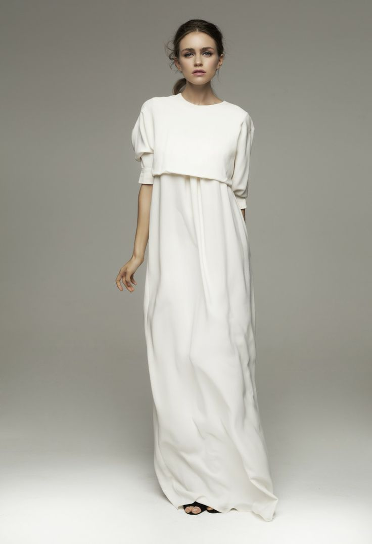 weißer Strick kurzer Pullover, weißes Maxikleid, schwarze Römersandalen aus Leder für Damen #blackmaxidress