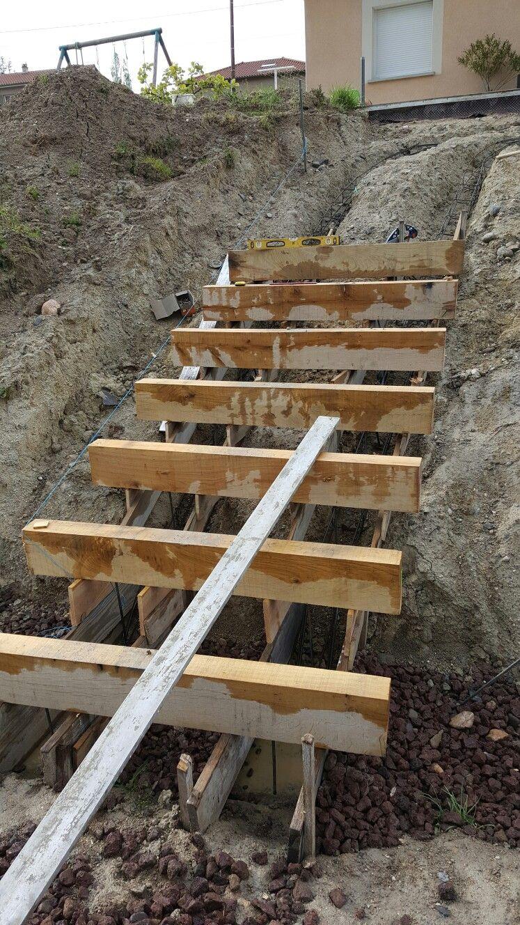 Escalier Exterieur En Cours De Construction Nez De Marche En Traverse Chene Escalier Exterieur Decoration Jardin Exterieur Exterieur